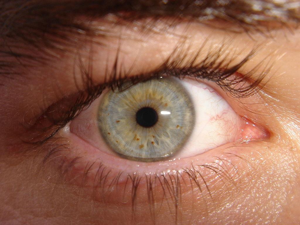 Tatouage du globe oculaire: à éviter à tout prix!